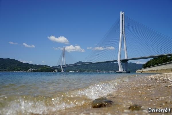 カメラ位置=透明な海まで数cmからの斜張橋撮影