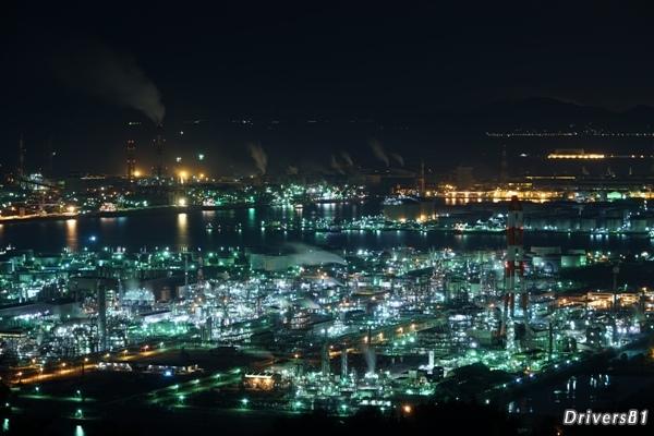 圧倒的スケール。見下ろす工場夜景